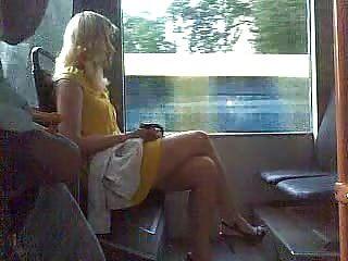 Mann masturbiert in der Öffentlichkeit (2)