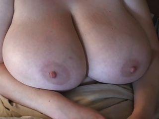 rothaarig-BBW-Milf mit riesigen Titten