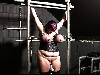 gebunden dicke Titten, Titten Folter