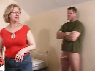 Frau Aufbocken-off einen jungen Kerl .... nicht verpassen !!!