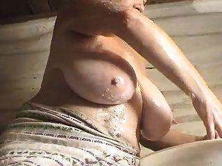 Frau waschen u (für schlaffe Eutern Liebhaber nur) spielen