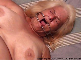 pov anal 60 Jahre alte Oma wanda wird gefesselt & Po gefickt