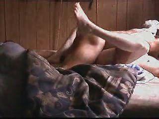 weiße Schlampe von einem bbc 2 zum Orgasmus gefickt