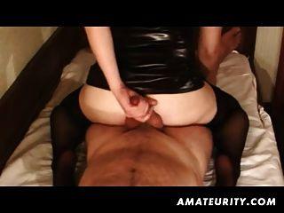 Amateur Freundin hausgemachte Handjob und anal mit abspritzen