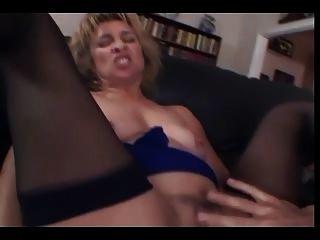 MILF saugt auch anal fickt