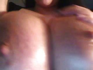 Webcam Mädchen Öle große Brüste, Brustwarzen und Lactat (mrno)