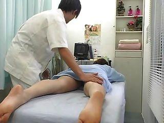 überraschend Orgasmus während der Massage Teil 1
