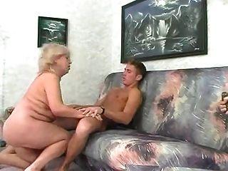 bbw blonde Oma fickt mit jungen Mann