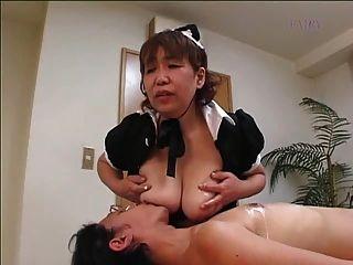 Japanische behaarte grannie Zofe !!!!