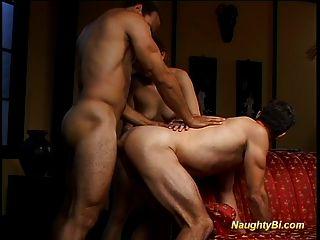 frechen bisexuell wird gefickt und fickt einen geilen Küken