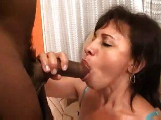 brasilianisches mom & Tochter anal Vierer s88