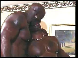 große schwarze Homosexuell Hähne auf weißem Junge