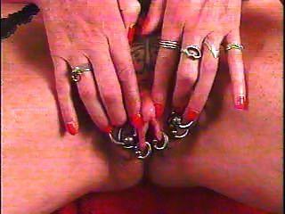 große Klitoris gepumpt mit Tattoo von snahbrandy piercing