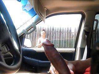 schwarze Frau beobachten