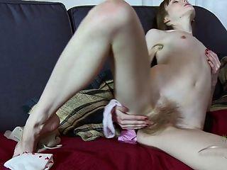 vasilisa Finger ihre haarige Muschi