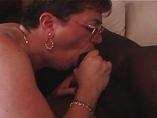 Oma liebt schwarzen Hahn