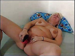 mollig Mutter spielt mit ihrem mollig Muschi FM14