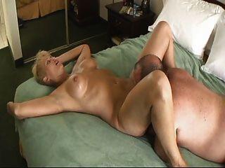 blonde reife fickt einen Fett