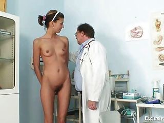 angela haben Pussy Speculum von Gynäkologen Arzt untersucht