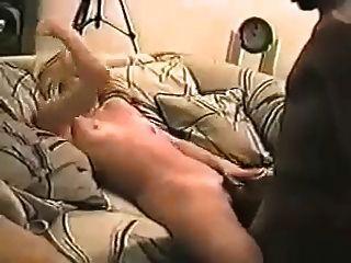 Mann nimmt auf Video Frau und ihr Liebhaber aus