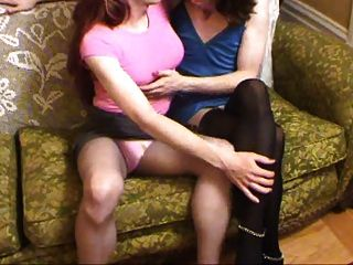 zwei küssende crossdressers