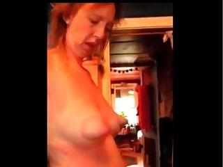 unglaublich Brustwarzen auf schlaffe Brust