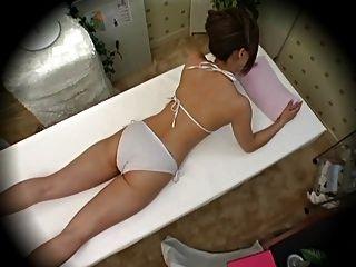 Modell während der Massage Teil 1 verführt