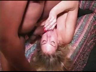 Schlampe blonde weiße Frau erste interracial gangbang