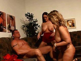 lucky guy Spaß mit 2 hot Deutsch Mütter haben!