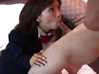 sexy japanisches Mädchen Misaki saugt Hahn dm720