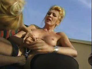 crasy reifen Frauen mit Milch und Einlauf vor der Porno spielen
