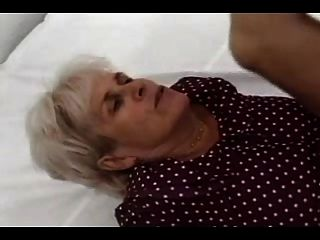 Silber haarige Oma fickt