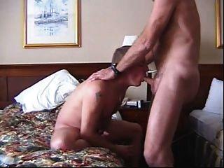 junger Mann saugen meinen Schwanz