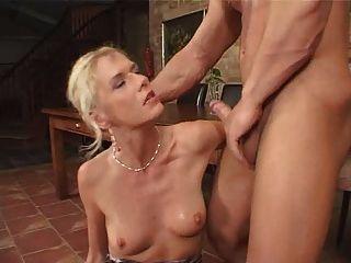 blonde reiche Schlampe facialized (Fisting und anal)