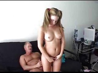 Papa straft nicht seine Stieftochter