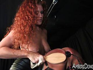 sabrina Fuchs frites seine Eier und fickt seinen Arsch in Knechtschaft