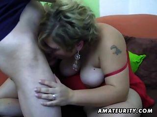 mollig Amateur Frau selbstgemacht mit Cumshot saugen und ficken