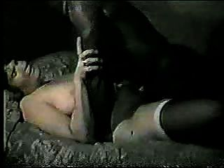 Hubby bekommt schlampig Sekunden nach dem schwarzen Mann seine Frau fickt