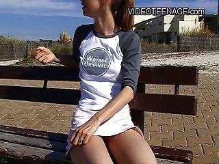 Die 18 Jahre alt Teenager nackt am Strand