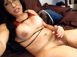cam Transvestiten schießt cum und trifft ihre eigene Brille
