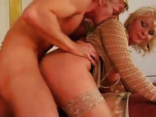 blonde Mutter und Jungen