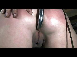 bdsm Slave sasha gekettet gepeitscht und anal süchtig