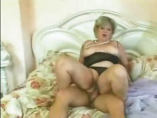 blonde Oma gefickt