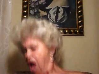 alte blonde Oma Schwanzlutscher und Ficker