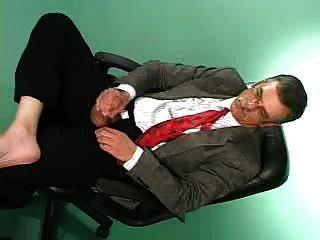 alter Mann mit Schnurrbart Masturbation