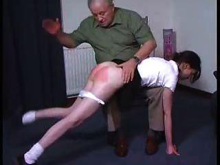 sexy Mädchen bekommt einen OTK Prügel