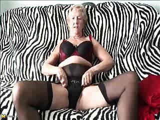 alt sexy 70y.o, liebt es zu Oma spielen
