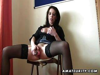 Amateur Freundin Spielzeug, fickt, saugt und isst cum