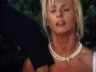 Blondine für orging warten reifen