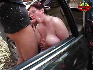 bbw immer cum auf ihre Titten im Auto